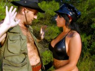 Vidéo porno mobile : Sexy ranger fucked by a hunter